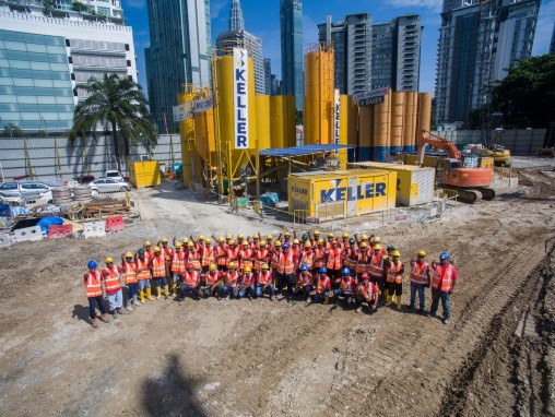 Group shot of entire Keller site team at Conlay Station project in Kuala Lumpur